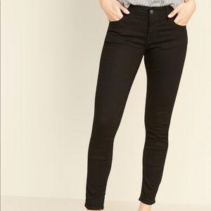 Low-Rise Rockstar Super Skinny Jeans 👖